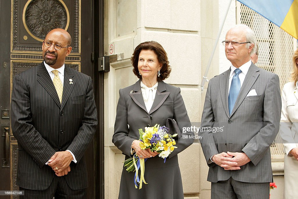 Philadelphia Mayor <a gi-track='captionPersonalityLinkClicked' href=/galleries/search?phrase=Michael+Nutter&family=editorial&specificpeople=4695146 ng-click='$event.stopPropagation()'>Michael Nutter</a>, Queen Silvia Gustaf and King XVI Carl Gustaf of Sweden visit The American Swedish Historical Museum for the 375th Anniversary of the founding of New Sweden in what is now know as Delaware on May 10, 2013 in Philadelphia, Pennsylvania.