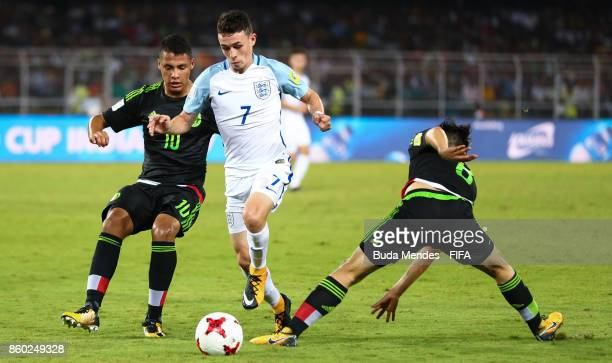 Philip Foden of England battles for the ball with Roberto de La Rosa and Alexis Gutierrez of Mexico during the FIFA U17 World Cup India 2017 group F...