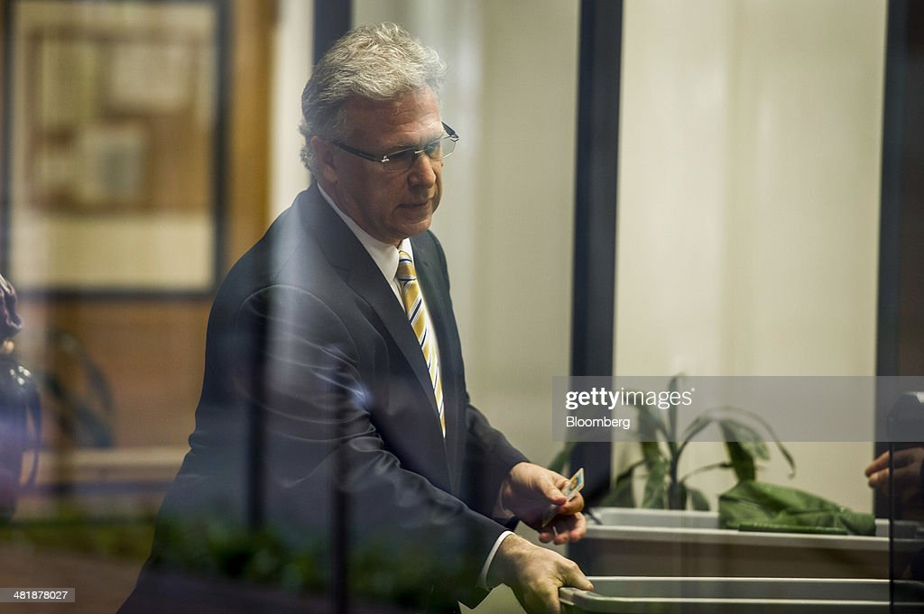 Philip 'Phil' Schiller, senior vice president of worldwide marketing at Apple Inc., goes through the security check point while arriving at the Robert Peckham United States Federal Court Building in San Jose, California, U.S., on Tuesday, April 1, 2014. Apple Inc.'s and Samsung Electronics Co.'s opening arguments in a $2 billion trial over smartphone technology will be heard today by a jury that includes a retired International Business Machines Corp. software systems manager, a medical billing administrator and a community service officer. Photographer: David Paul Morris/Bloomberg via Getty Images