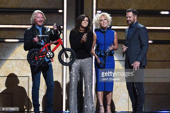 Philip Sweet Karen Fairchild Kimberly Schlapman and Jimi Westbrook of Little Big Town present an award on stage during CMT Artists of the Year 2016...