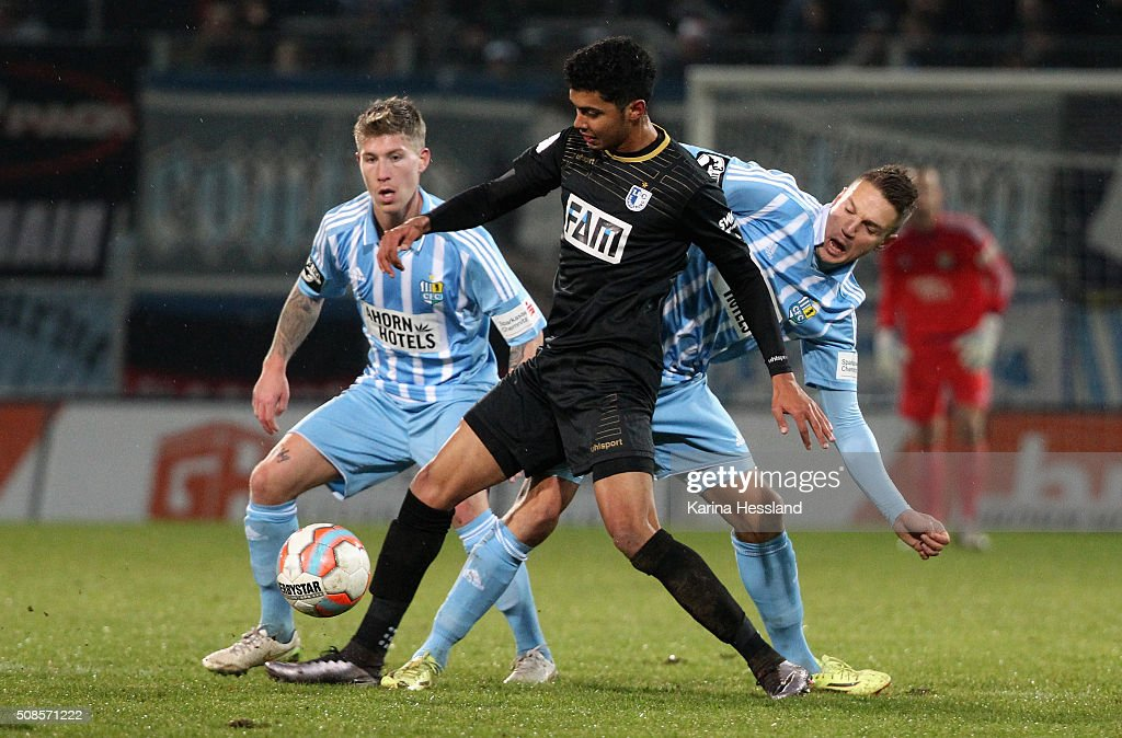 Philip Tuerpitz and Daniel Frahn of Chemnitz challenge Tarek Chahed of Magdeburg during the Third League match between Chemnitzer FC and 1.FC Magdeburg at Stadion an der Gellertstrasse on February 05, 2016 in Chemnitz, Germany.