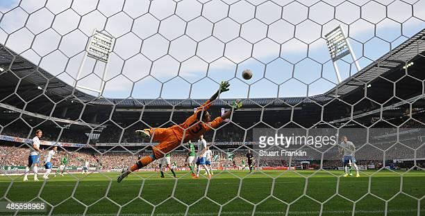 Philipp Bargfrede of Bremen scoresvhis goal during the Bundesliga match between Werder Bremen and 1899 Hoffenheim at Weserstadion on April 19 2014 in...