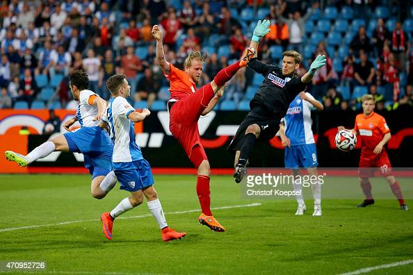 Philipp Hofmann of Kaiserslautern scores the secodn goal against Andreas Luthe of Bochum during the Second Bundesliga match between VfL Bochum and 1...