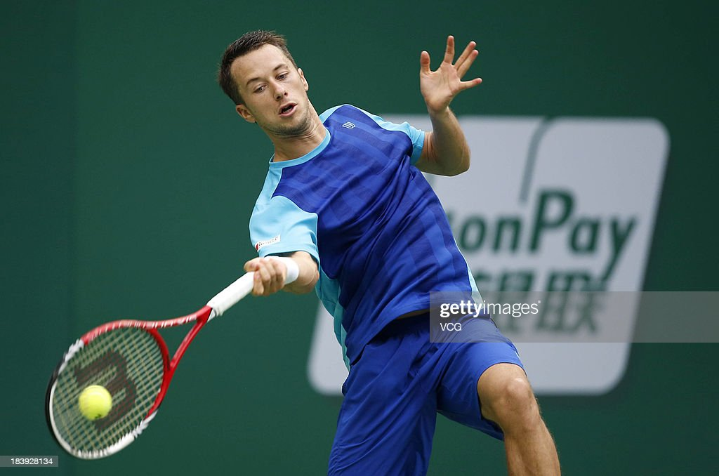<a gi-track='captionPersonalityLinkClicked' href=/galleries/search?phrase=Philipp+Kohlschreiber&family=editorial&specificpeople=225202 ng-click='$event.stopPropagation()'>Philipp Kohlschreiber</a> of Germany returns a ball to Juan Martin Del Potro of Argentina on day three of the Shanghai Rolex Masters at the Qi Zhong Tennis Center on October 9, 2013 in Shanghai, China.