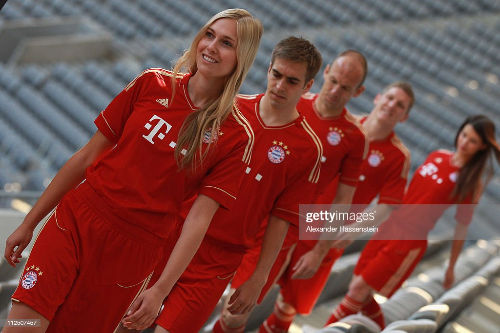 Philipp Lahm (2nd L) arrives with his team mates Arjen Robben (C), Bastian Schweinsteiger (2nd R) and models for the presentation of the new FC Bayern Muenchen home jersey for the season 2011/12 at Allianz Arena on April 19, 2011 in Munich, Germany.