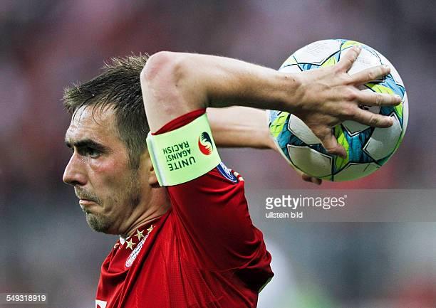 Philipp Lahm beim Einwurf waehrend dem UEFA Champions League Viertelfinale Rueckspiel FC Bayern Muenchen gegen Marseille in der Allianz Arena am 3...