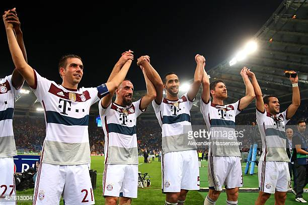 Philipp Lahm Franck Ribery Mehdi Benatia Xabi Alonso and Juan Bernat of Bayern Muenchen celebrate victory after the UEFA Champions League group E...
