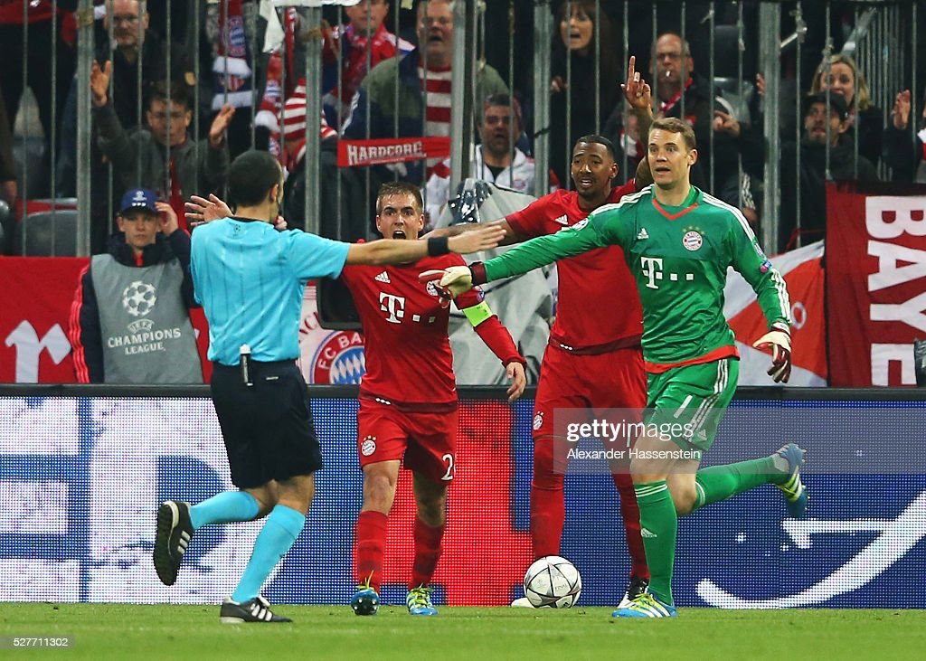 Philipp Lahm (2L), Jerome Boateng (2R) and Manuel Neuer of Bayern Munich (R) react as referee Cuneyt Cakir awards Atletico Madrid a penalty kick during UEFA Champions League semi final second leg match between FC Bayern Muenchen and Club Atletico de Madrid at Allianz Arena on May 3, 2016 in Munich, Germany.