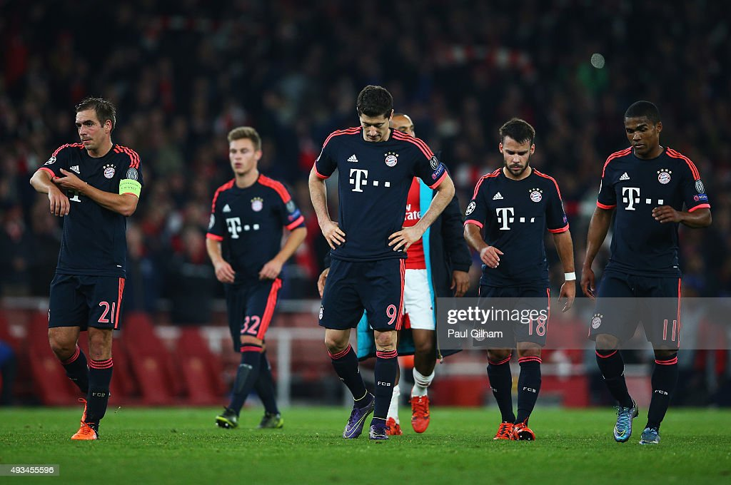 <a gi-track='captionPersonalityLinkClicked' href=/galleries/search?phrase=Philipp+Lahm&family=editorial&specificpeople=483746 ng-click='$event.stopPropagation()'>Philipp Lahm</a> (21), <a gi-track='captionPersonalityLinkClicked' href=/galleries/search?phrase=Joshua+Kimmich&family=editorial&specificpeople=9479434 ng-click='$event.stopPropagation()'>Joshua Kimmich</a> (32), <a gi-track='captionPersonalityLinkClicked' href=/galleries/search?phrase=Robert+Lewandowski&family=editorial&specificpeople=5532633 ng-click='$event.stopPropagation()'>Robert Lewandowski</a> (9), <a gi-track='captionPersonalityLinkClicked' href=/galleries/search?phrase=Juan+Bernat&family=editorial&specificpeople=8821838 ng-click='$event.stopPropagation()'>Juan Bernat</a> (18), <a gi-track='captionPersonalityLinkClicked' href=/galleries/search?phrase=Douglas+Costa+-+Soccer+Forward+born+1990&family=editorial&specificpeople=5672410 ng-click='$event.stopPropagation()'>Douglas Costa</a> (11) of Bayern Munich (9) look dejected in defeat after the UEFA Champions League Group F match between Arsenal FC and FC Bayern Munchen at Emirates Stadium on October 20, 2015 in London, United Kingdom.
