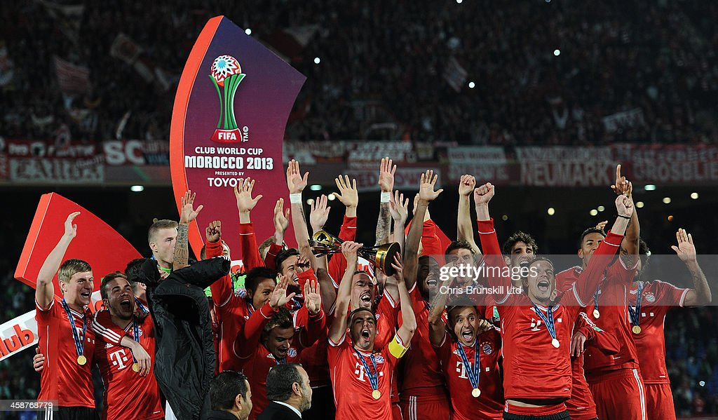 <a gi-track='captionPersonalityLinkClicked' href=/galleries/search?phrase=Philipp+Lahm&family=editorial&specificpeople=483746 ng-click='$event.stopPropagation()'>Philipp Lahm</a> of Bayern Muenchen lifts the trophy following the FIFA Club World Cup Final match between Bayern Muenchen and Raja Casablanca at Marrakech Stadium on December 21, 2013 in Marrakech, Morocco.