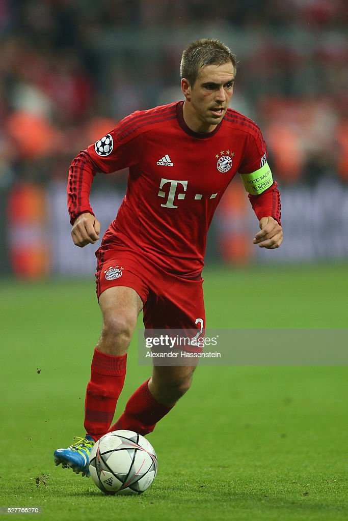 Philipp Lahm of Bayern Muenchen runs with the ball during the UEFA Champions League semi final second leg match between FC Bayern Muenchen and Club Atletico de Madrid at Allianz Arena on May 3, 2016 in Munich, Germany.