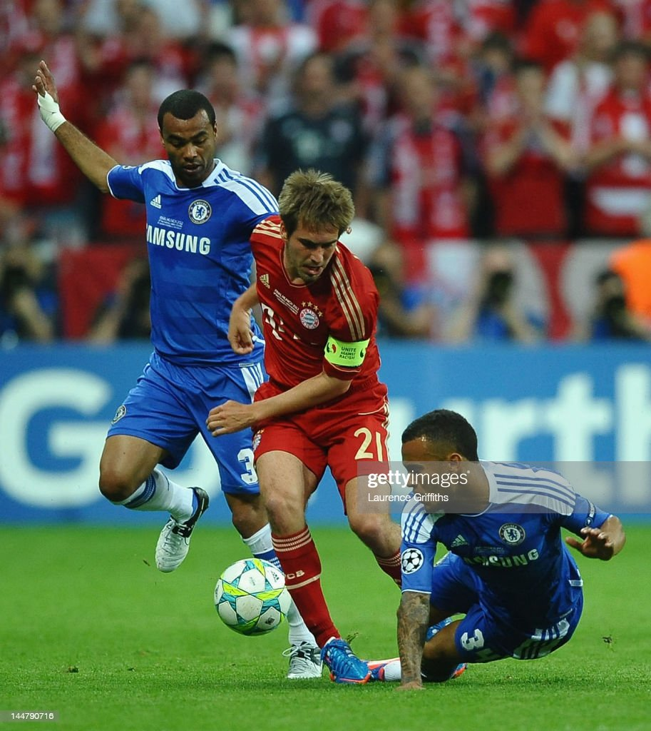 Philipp Lahm of FC Bayern Muenchen is challenged by Ashley Cole and Ryan Bertrand of Chelsea during UEFA Champions League Final between FC Bayern...