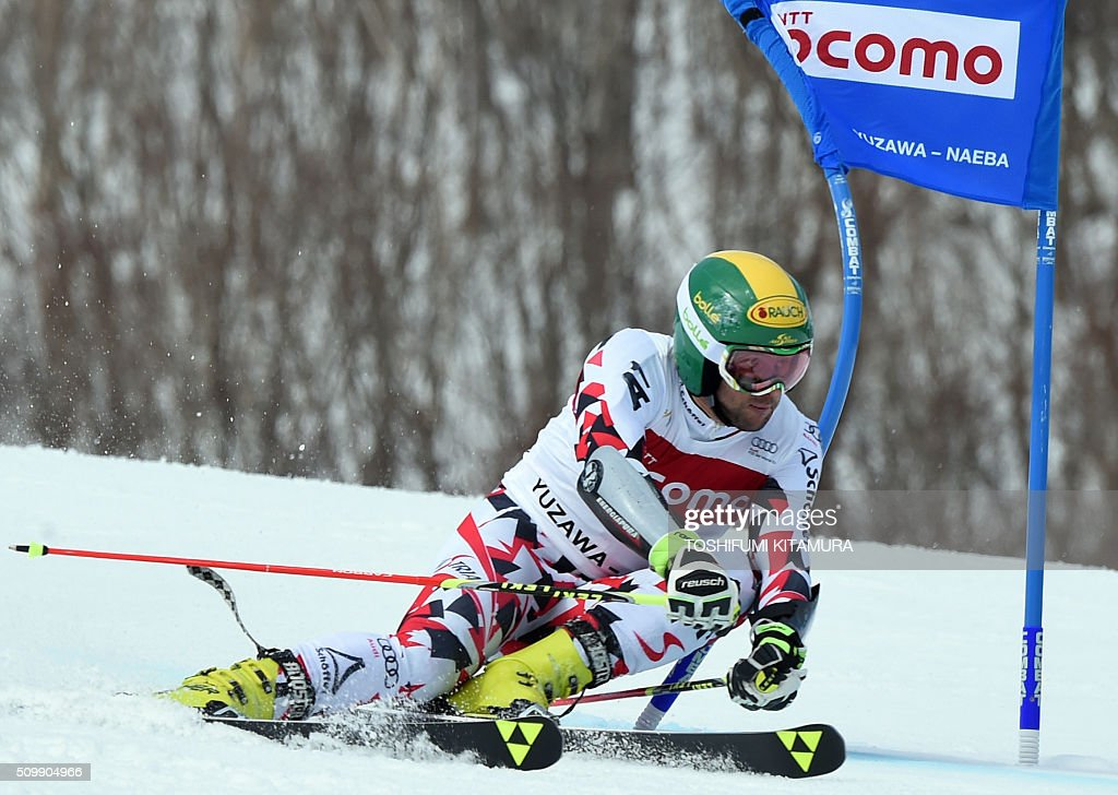 Philipp Schoerghofer of Austria skies down the course during his first run at the FIS Ski World Cup 2015/2016 6th men's giant slalom in Naeba, Niigata prefecture on February 13, 2016. AFP PHOTO / TOSHIFUMI KITAMURA / AFP / TOSHIFUMI KITAMURA