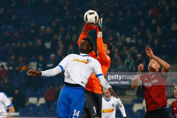 Philipp Tschauner of Hannover challenges Peniel Mlapa of Bochum during the Second Bundesliga match between Hannover 96 and VfL Bochum 1848 at...