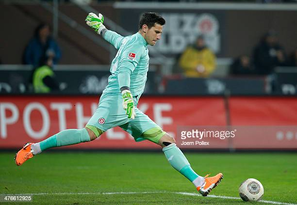 Philipp Tschauner of St Pauli in action during the Second Bundesliga match between FC St Pauli and 1 FC Union Berlin at Millerntor Stadium on March 3...