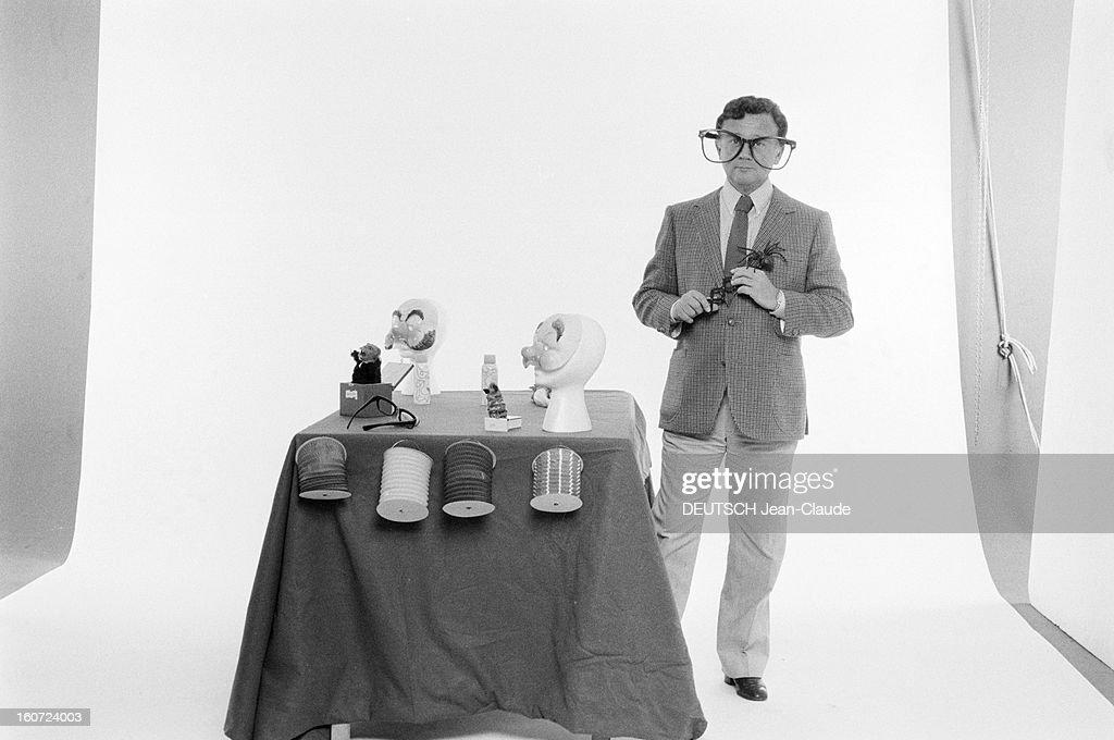 philippe bouvard in studio paris 17 d cembre 1982 l 39 animateur de pictures getty images. Black Bedroom Furniture Sets. Home Design Ideas
