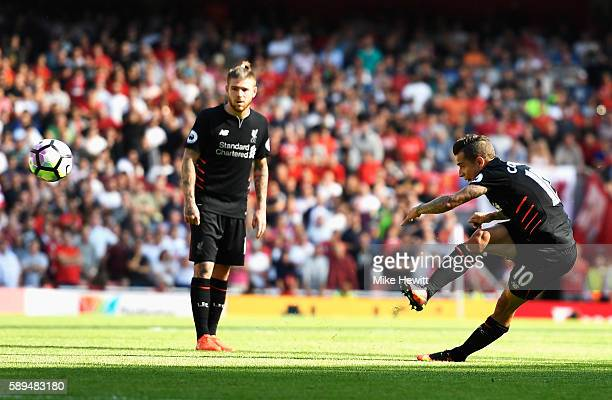 Philippe Coutinho of Liverpool scores with a free kick during the Premier League match between Arsenal and Liverpool at Emirates Stadium on August 14...