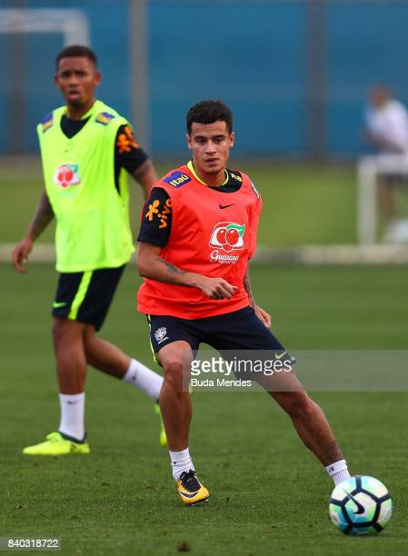 Philippe Coutinho takes part in a training session at the Gremio team training centre on August 28 2017 in Porto Alegre Brazil ahead of their 2018...