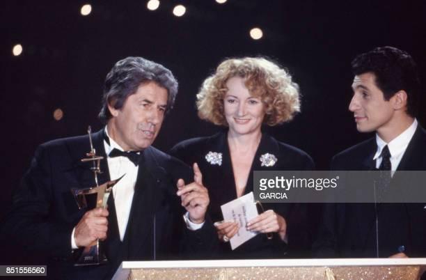 Philippe Gildas Ève Ruggiéri et Nagui lors de la cérémonie de remise des Sept d'Or à Paris le 18 janvier 1993 France