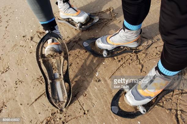 Philippe MOREAU / Herve TAQUET Preparation pour le marathon du Pole Nord qui aura lieu le Entrainement sur la plage avec les raquettes avec...