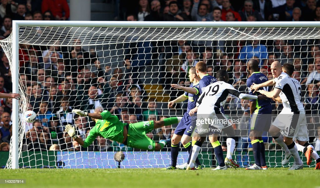 <a gi-track='captionPersonalityLinkClicked' href=/galleries/search?phrase=Philippe+Senderos&family=editorial&specificpeople=221471 ng-click='$event.stopPropagation()'>Philippe Senderos</a> of Fulham celebrates scoring the winning goal during the Barclays Premier League match between Fulham and Wigan Athletic at Craven Cottage on April 21, 2012 in London, England.