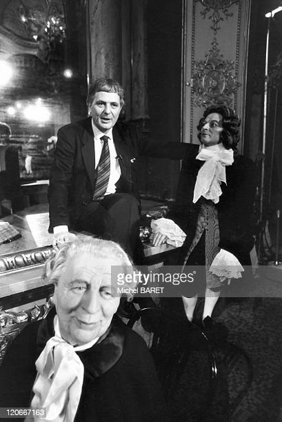 Philippe Sollers and Marguerite Yourcenar in Paris France in 1980 The French writters Philippe SOLLERS and Marguerite YOURCENAR pose in front of the...
