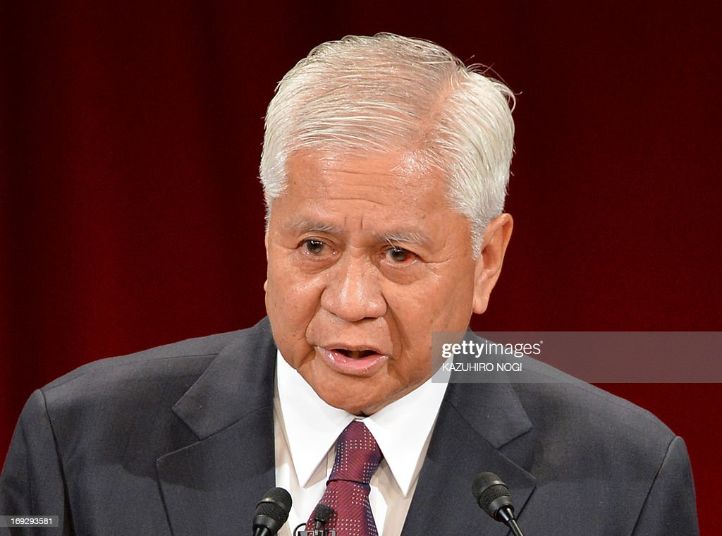 Philippine Foreign Affairs Secretary Albert del Rosario delivers a keynote speech at the International Conference on the Future of Asia, a two-day forum, in Tokyo on May 23, 2013. Albert del Rosario is on a two-day visit to Tokyo. AFP PHOTO / KAZUHIRO NOGI