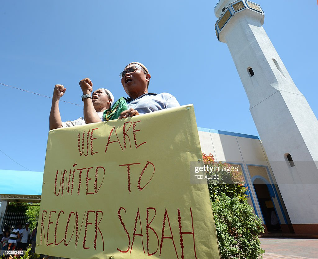 Philippine Muslim holding placards on the Sabah stand-off over a territorial dispute, as they shout 'allahu Akbar' during a rally after attending Friday prayers at a mosque in Manila on March 1, 2012, where Malaysian authorities ended the Sabah stand-off with Filipino gunmen. Philippines says 3 dead, 10 arrested in Malaysia Sabah stand-off.
