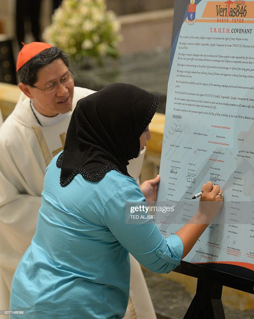 Philippine Muslim woman and Senatorial candidate Princess Jacel Kiram signs the covenant for a clean election during a ceremony inside the Manila...