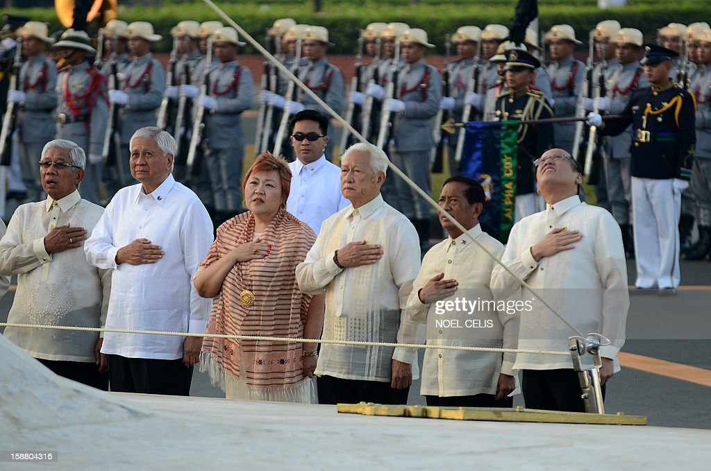 Philippine President Benigno Aquino (R) and Vice President Jejomar Binay (2nd R) sing the national anthem during a wreath-laying ceremony on the 106th anniversary of Philippine national hero Jose Rizal at the Luneta Park in Manila on December 30, 2012. Rizal was sentenced to death by a firing squad of the Spanish army after he was accused of leading a revolution against Spain. AFP PHOTO / NOEL CELIS