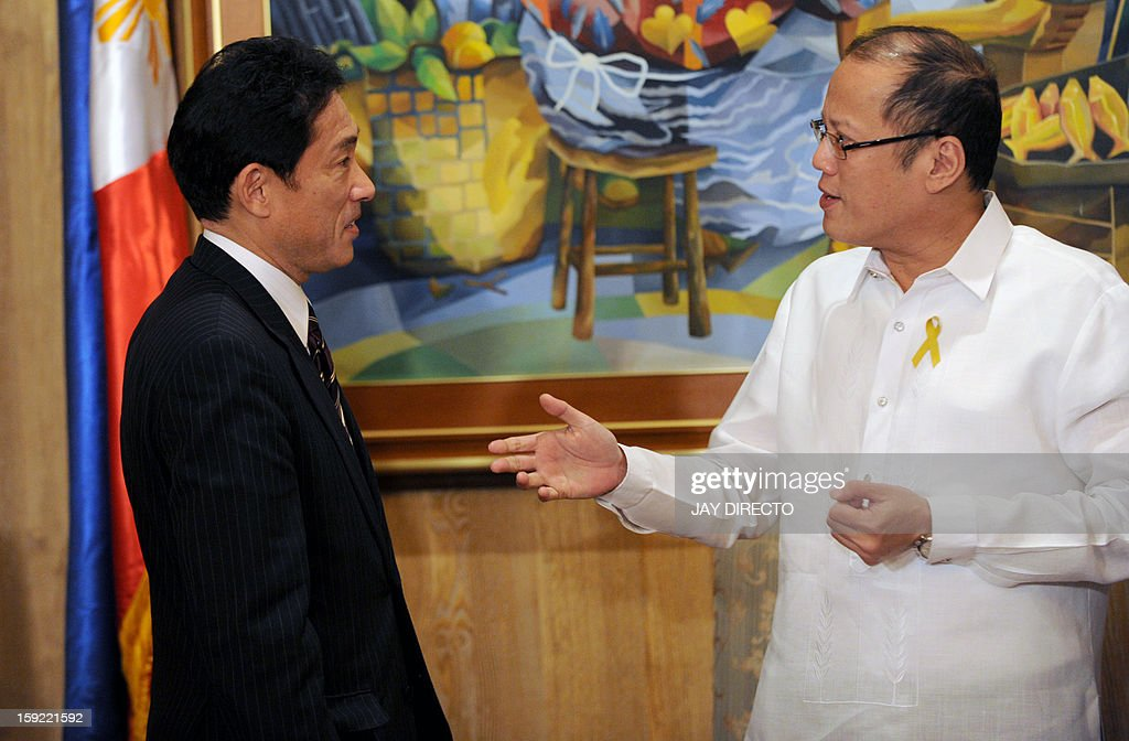 Philippine President Benigno Aquino (R) talks to Japanese Foreign Minister Fumio Kishida during his courtesy call in Malacanang Palace in Manila on January 10, 2013. Japanese Foreign Minister Fumio Kishida called on January 10 for stronger ties with the Philippines to help ensure regional peace, amid tense territorial disputes by both countries with a rising China. AFP PHOTO / Jay DIRECTO