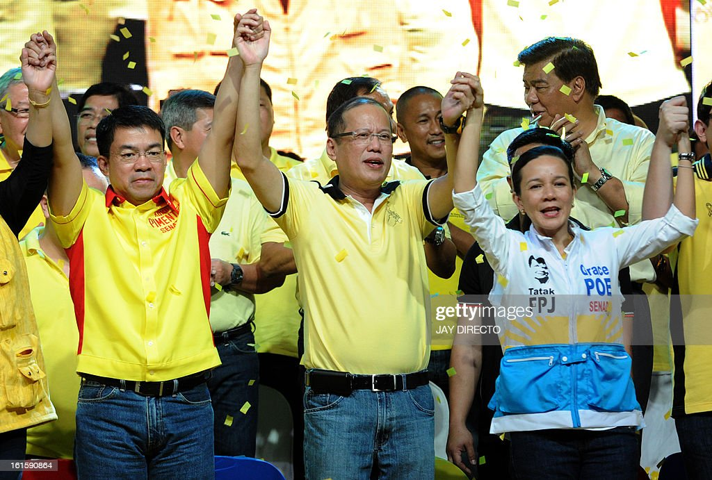 Philippine President Benigno Aquino(C) with some of the twelve senatorial candidates raise their hands during a proclamation rally in Manila on February 12, 2013. The Philippine election season kicked off with colourful rallies and Philippine President Benigno Aquino called for the mid-term polls to be a referendum on his anti-graft, economic reforms. Although Aquino, whose term ends in 2016, is not running, his party mates have said that the elections, particularly for 12 seats in the Senate, will be a litmus test for his administration. AFP PHOTO / Jay DIRECTO