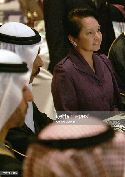 Philippine President Gloria Arroyo sits with Emirati businessmen during a business lunch hosted by the Dubai Chamber of Commerce 27 January 2008 in...