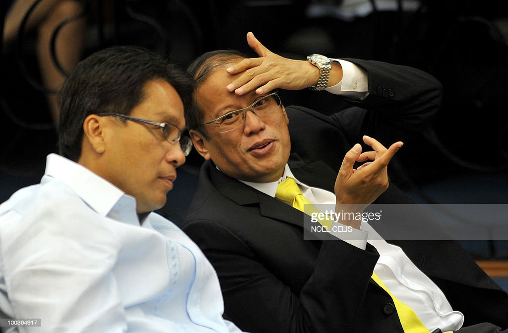 Philippine president-elect Benigno Aquino (R) and his running mate Senator Manuel Roxas (L) talk during a special session at the Senate in Manila on May 24, 2010. The son of recently deceased democracy heroine Corazon Aquino won the May 10 national elections by a landslide after campaigning on pledges to wipe out corruption in the impoverished nation.