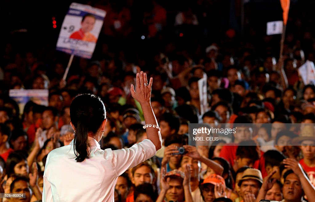 Philippine Presidential candidate Senator Grace Poe speaks to supporters during Former Philippine President and Manila Mayor Joseph Estrada's Meeting de Avance in in Manila on May 5, 2016. / AFP / NOEL