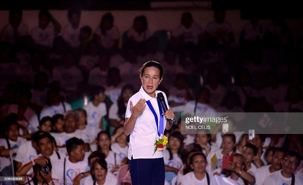 Philippine Presidential candidate Senator Grace Poe talks to her supporters during a campaign rally in Manila on April 30, 2016. Poe is second to presidential front-runner and 'anti-crime firebrand' Mayor Rodrigo Duterte in a latest survey. / AFP / NOEL