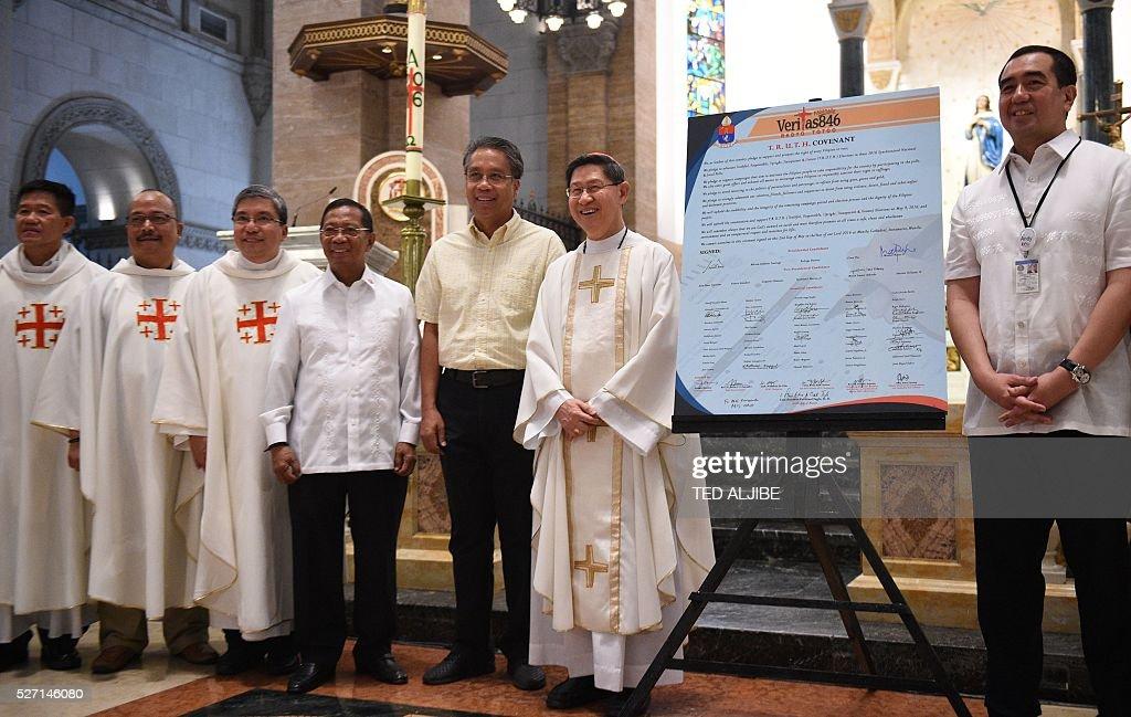 Philippine Presidential candidates VicePresident Jejomar Binay and former interior secretary Mar Roxas pose for photo with Roman Catholic Cardinal...