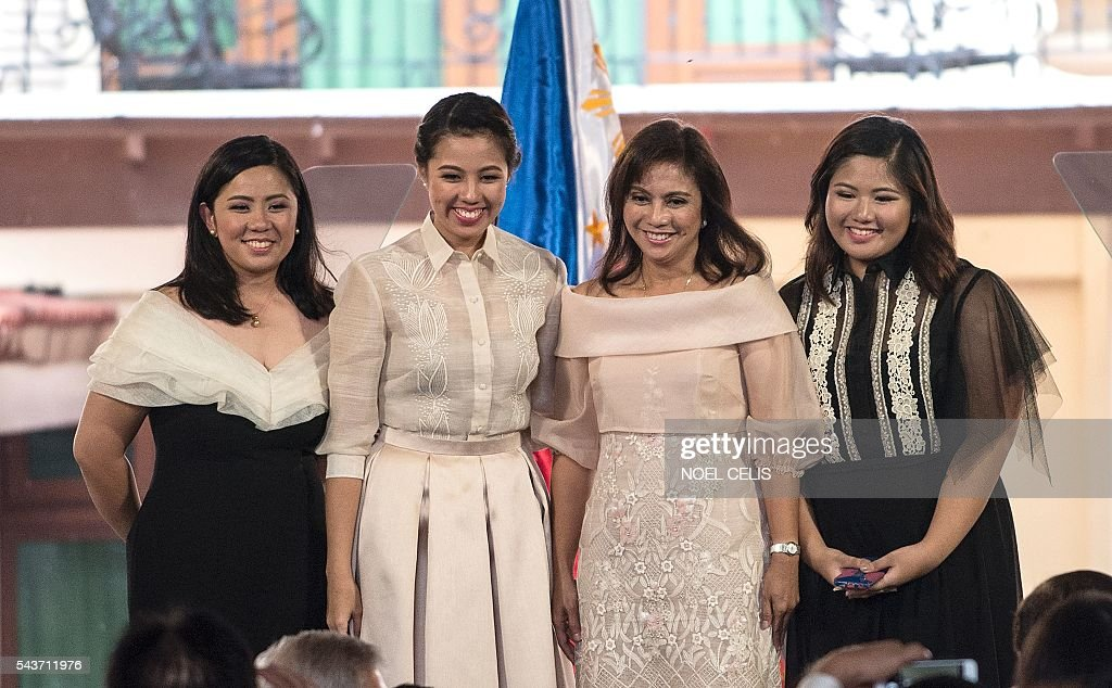 Philippine Vice President Leni Robredo poses for a picture during her Inauguration ceremonies with her daughters Jessica Marie (L), Jillian Therese (2nd L) and Janine Patricia (R) at the Quezon City Recepotion House in Manila on June 30, 2016. / AFP / NOEL