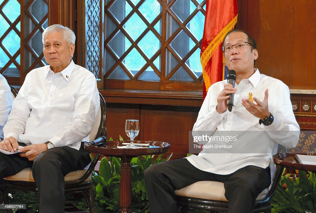 Philippines President <a gi-track='captionPersonalityLinkClicked' href=/galleries/search?phrase=Benigno+Aquino+III&family=editorial&specificpeople=3760869 ng-click='$event.stopPropagation()'>Benigno Aquino III</a> (R) and Foreign Minister Albert Del Rosario (L) attend a meeting with Japanese media at the presidential office on November 4, 2014 in Manila, Philippines.