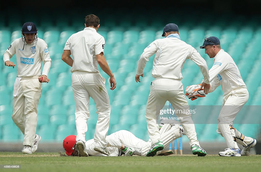 <a gi-track='captionPersonalityLinkClicked' href=/galleries/search?phrase=Phillip+Hughes+-+Cricketspeler&family=editorial&specificpeople=757530 ng-click='$event.stopPropagation()'>Phillip Hughes</a> of South Australia falls to the ground after being struck in the head by a delivery during day one of the Sheffield Shield match between New South Wales and South Australia at Sydney Cricket Ground on November 25, 2014 in Sydney, Australia.