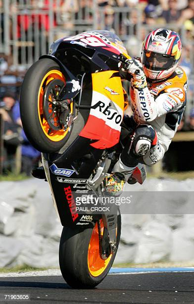 Nicky Hayden of the USA lifts his front wheel after securing pole position for the Australian Motorcycle Grand Prix Phillip Island 16 September 2006...