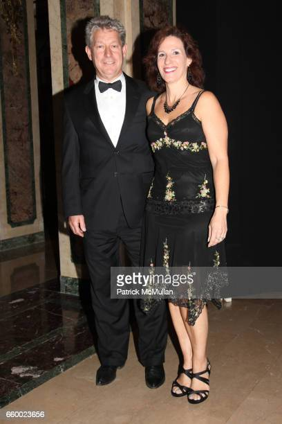 Phillip Murray and Leslie Murray attend Orchestra of St Luke's Gala at The Plaza Hotel on May 4 2009 in New York