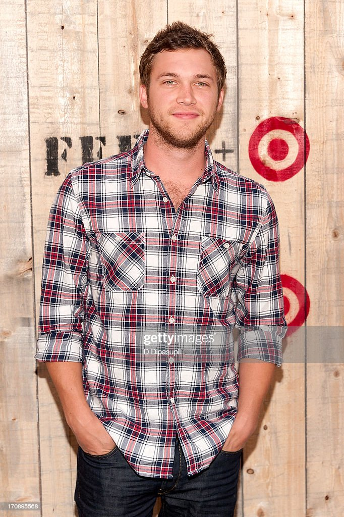<a gi-track='captionPersonalityLinkClicked' href=/galleries/search?phrase=Phillip+Phillips&family=editorial&specificpeople=1651494 ng-click='$event.stopPropagation()'>Phillip Phillips</a> attends the Target FEED Collaboration launch at Brooklyn Bridge Park on June 19, 2013 in New York City.