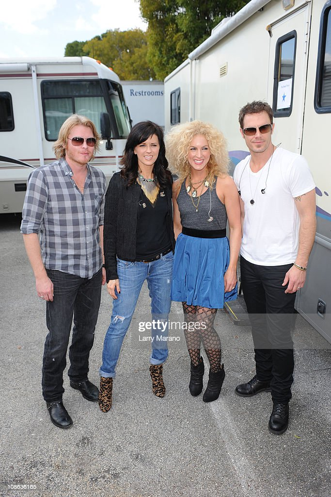 Phillip Sweet Karan Fairchild Kimberly Schlapman and Jimi Westbrook of Little Big Town pose backstage at the 999 Kiss Country Chili Cook Off on...