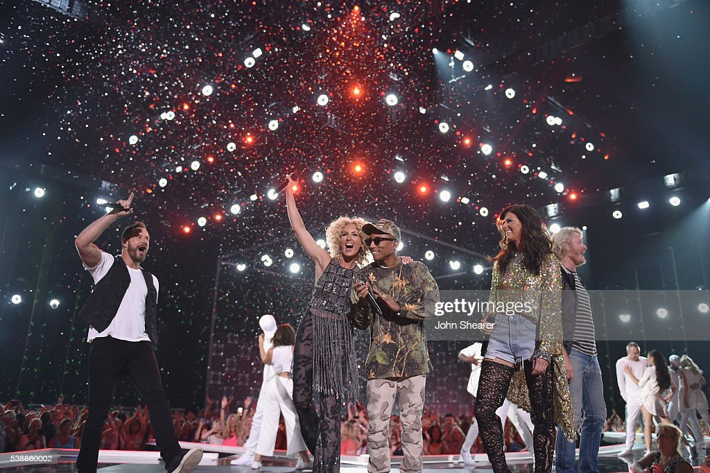 Phillip Sweet Karen Fairchild Kimberly Schlapman and Jimi Westbrook from musical group Little Big Town and musican Pharrell Williams perform onstage...