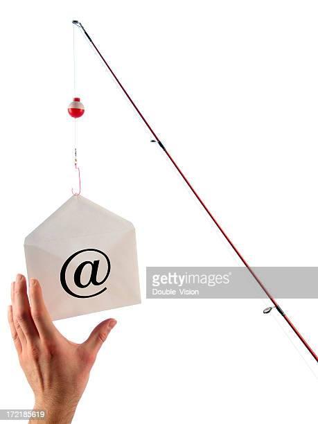 Phishing-Konzept: Angelruten-hängt E-Mail und Hand dauert Bait