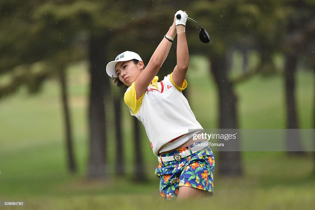 <a gi-track='captionPersonalityLinkClicked' href=/galleries/search?phrase=Phoebe+Yao&family=editorial&specificpeople=12771515 ng-click='$event.stopPropagation()'>Phoebe Yao</a> of Taiwan hits her second shot on the 2nd hole during the second round of the World Ladies Championship Salonpas Cup at the Ibaraki Golf Club on May 6, 2016 in Tsukubamirai, Japan.