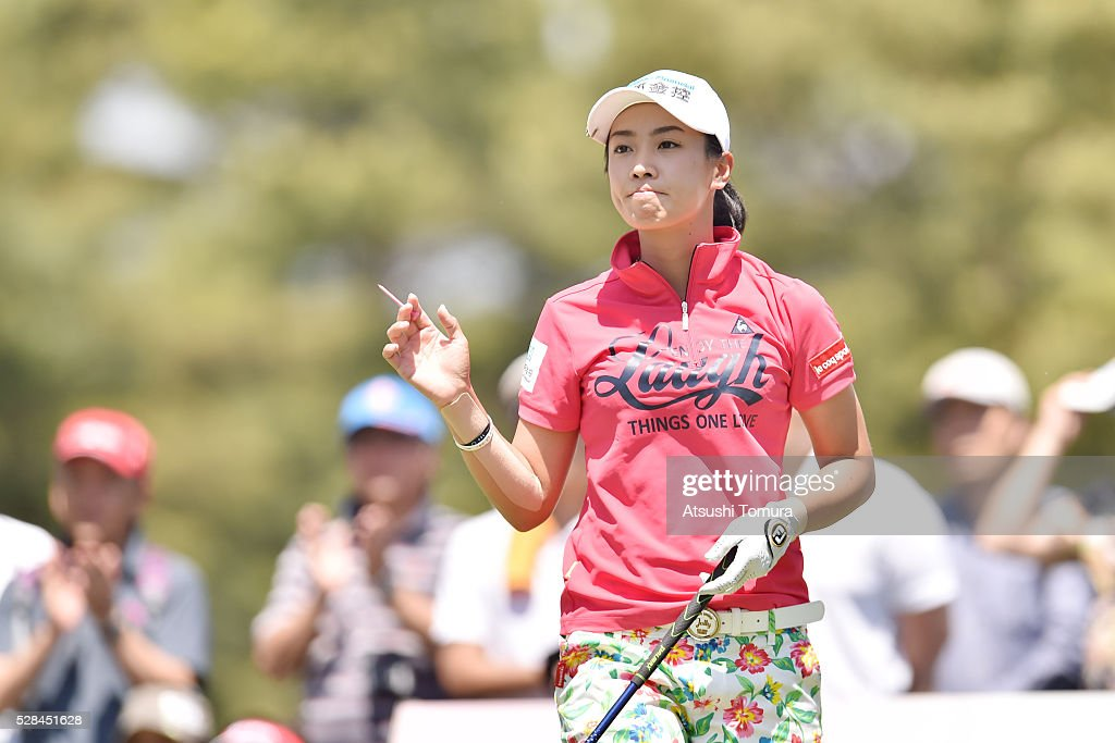 <a gi-track='captionPersonalityLinkClicked' href=/galleries/search?phrase=Phoebe+Yao&family=editorial&specificpeople=12771515 ng-click='$event.stopPropagation()'>Phoebe Yao</a> of Taiwan hits her tee shot on the 15th hole during the first round of the World Ladies Championship Salonpas Cup at the Ibaraki Golf Club on May 5, 2016 in Tsukubamirai, Japan.