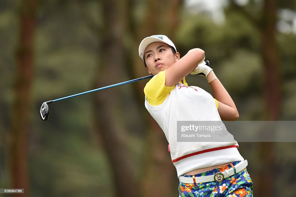 <a gi-track='captionPersonalityLinkClicked' href=/galleries/search?phrase=Phoebe+Yao&family=editorial&specificpeople=12771515 ng-click='$event.stopPropagation()'>Phoebe Yao</a> of Taiwan hits her tee shot on the 2nd hole during the second round of the World Ladies Championship Salonpas Cup at the Ibaraki Golf Club on May 6, 2016 in Tsukubamirai, Japan.