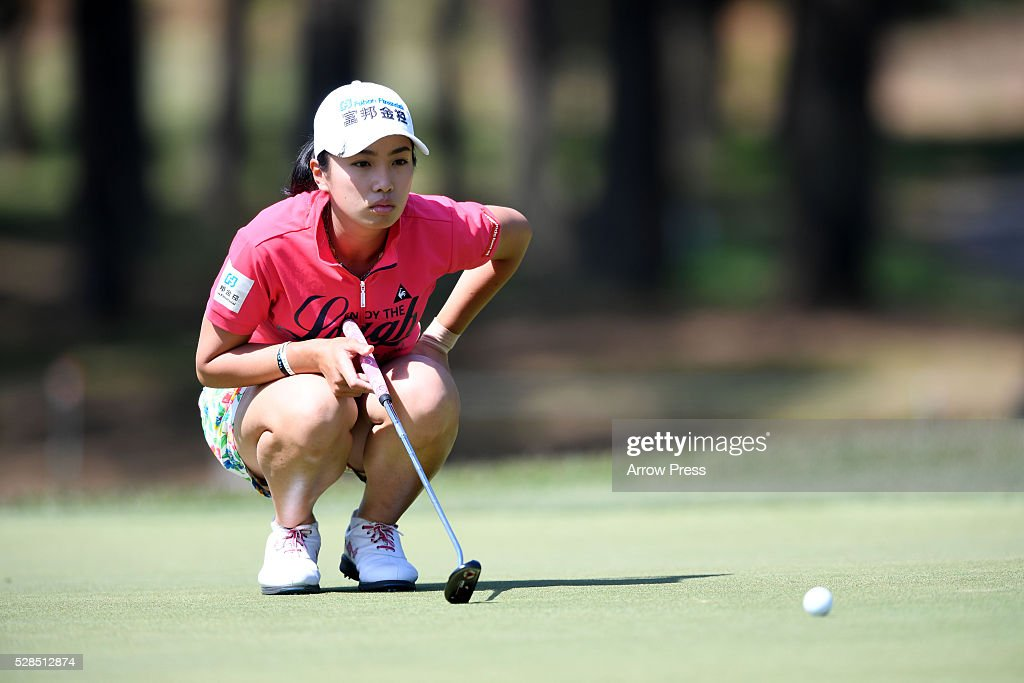 Phoebe Yao of Taiwan lines up her birdie putt on the 3th hole during the first round of the World Ladies Championship Salonpas Cup at the Ibaraki Golf Club on May 5, 2016 in Tsukubamirai, Japan.